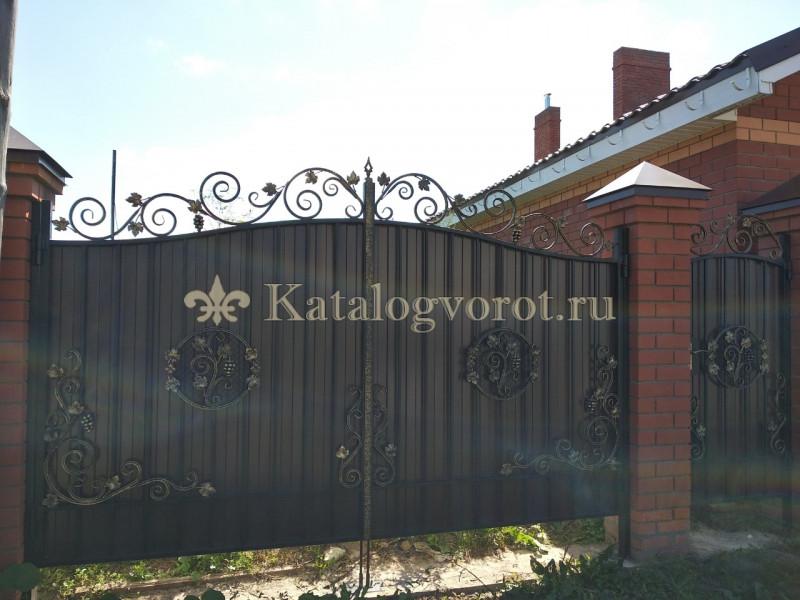 Кованые ворота с калиткой, артикул 14